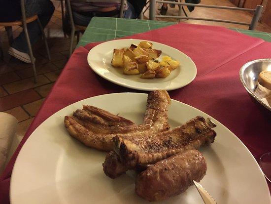 Carfagna Country House: Abbiamo mangiato all'agriturismo, tutto buonissimo la grigliata è spettacolare, persone gentili