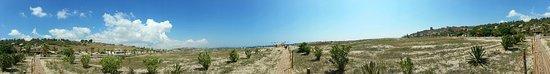 Porto Palo, Itália: Spiaggia grandissim, secondo me ideale per bambini, grande handicap no docce in spiaggia.