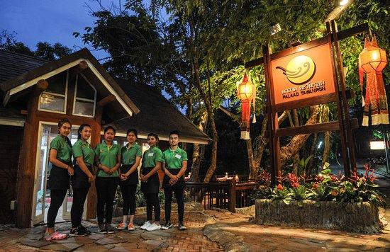 Palaad Tawanron: ยินดีต้อนรับสู่ ร้านอาหารบรรยากาศป่าใกล้เมือง