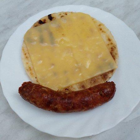 Arepa Con Queso Latino Y Chorizo Colombiano Fotografia De Restaurante Colombiano Riquisimo Malaga Tripadvisor