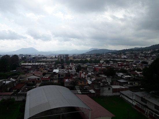Holiday Inn Uruapan : Vista desde el 4to. piso del hotel hacia la Plaza Ágora