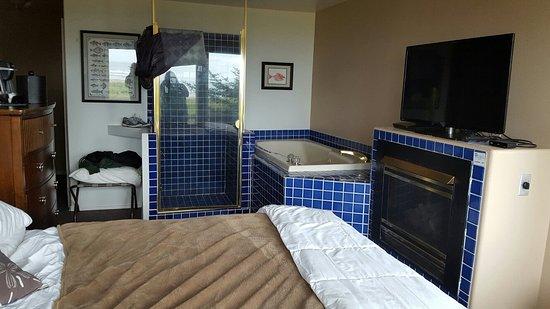 Seaside Oceanfront Inn: Beachcomber room. Tiny, no space.