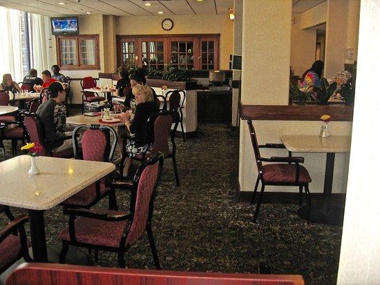 Ramada Cumberland Downtown: Buffet room