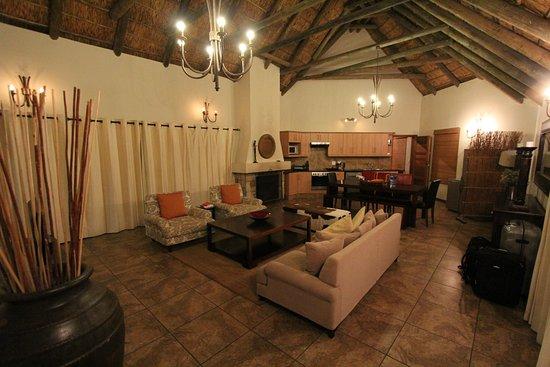 Villa Wohnzimmer : Villa wohnzimmer bild von gondwana game reserve mossel bay