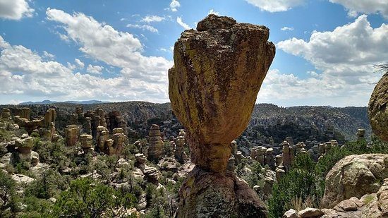 Chiricahua National Monument: Balanced rock