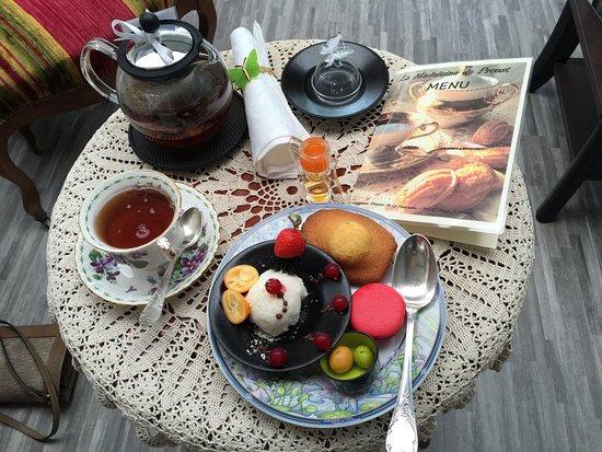 Dange-Saint-Romain, França: Idéal pour déguster une petite douceur avec un thé de qualité dans un lieu bucolique