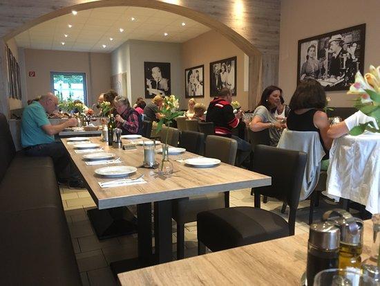 Stolberg, Almanya: Sehr schöne und modern eingerichtete Lokation.  Essen sehr gut. Brot, Butter und Oliven gibt es