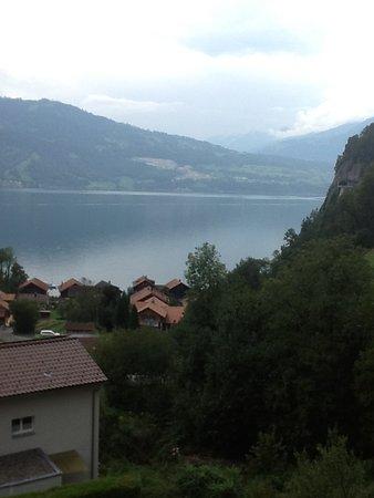 Sundlauenen, İsviçre: Balcony overlooking Thunesee lake.