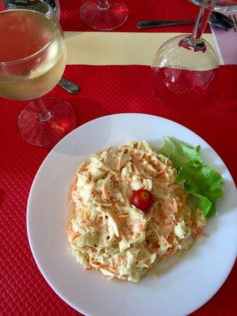 Salade choux blanc et carottes (entrée) Verre de vin blanc Espagnol.Super