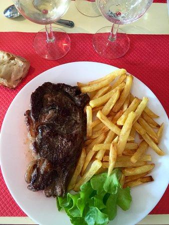 Pièce de boeuf grillé (très tendre) et frites maison