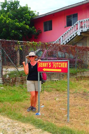 San Jose Succotz, Belice: Follow the Signs