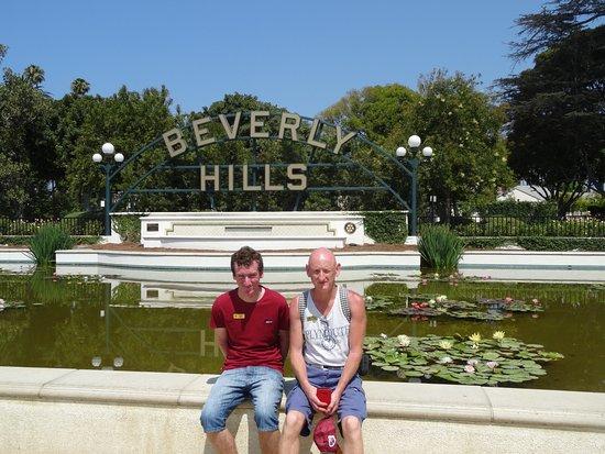 the Beverly hills garden sign