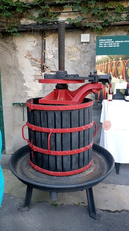 Budapest Wine Tasting Tours: Presse