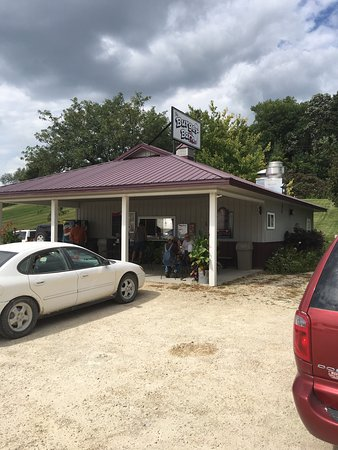 Elkader, IA: The Burger Barn