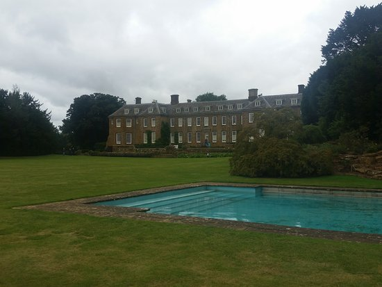 Upton House: Back of the house and swimming pool!