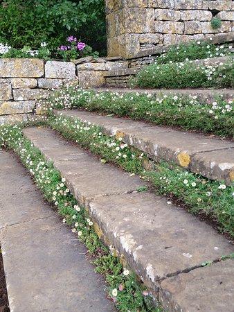 Upton House: Beautiful garden steps