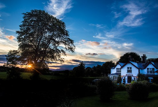 Killeen House Hotel & Rozzers Restaurant: Dusk at the Killeen House