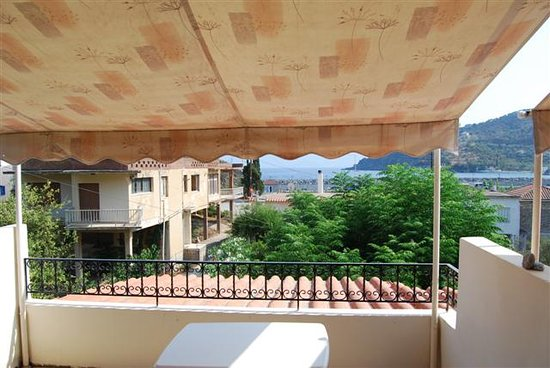 Stathopoulos Apartments: Balcony view (standing)