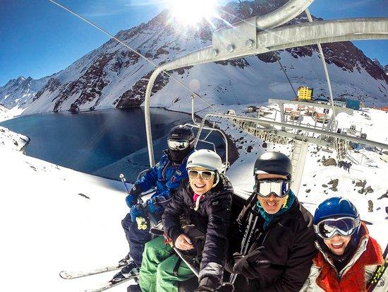 Portillo Hotel: Um dos ski lifts com vista pra Lagoa