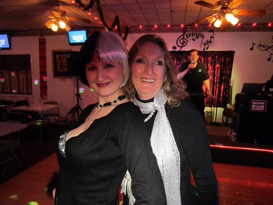 Martinez, Kalifornien: With karaoke hostess Pam!