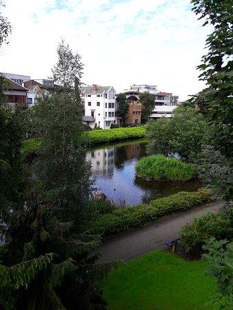 Bryne, Noruega: Парк через дорогу от отделя