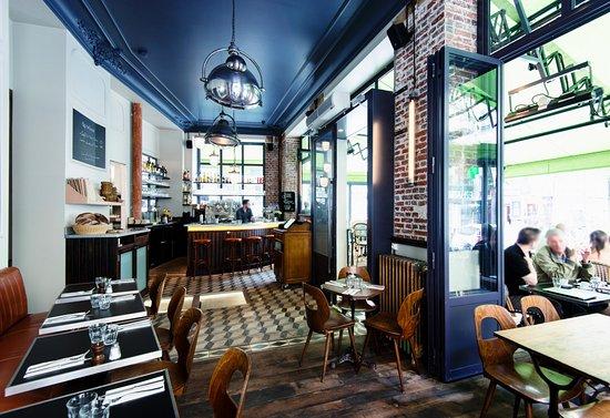 les polissons bistrot paris p re lachaise vue du bar picture of les polissons paris. Black Bedroom Furniture Sets. Home Design Ideas