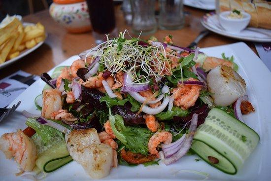 Dinee-Cafe Veertien: my sea food salad