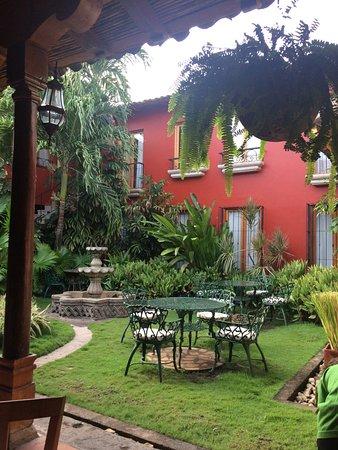 Hotel Estrada: vue sur la cour pendant le petit déjeuner