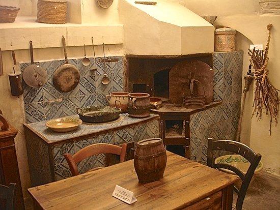 Cucina in maioliche con forno e tannura a legna casa del villano del ...