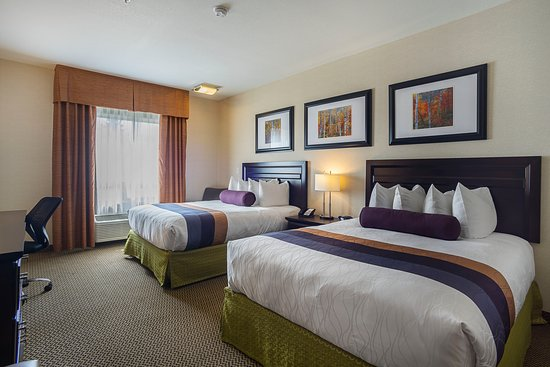 Best Western Plus The Inn at St. Albert: There's room for 2 to 4 guests in our non-smoking room with 2 queen beds.