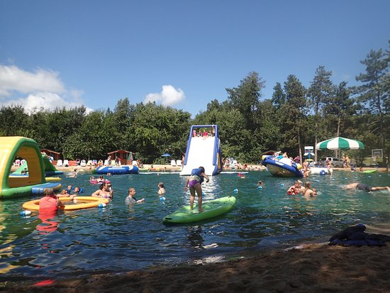 Smokey Hollow Campground: Lake inflatables (right side) everything you see is included in camping fee