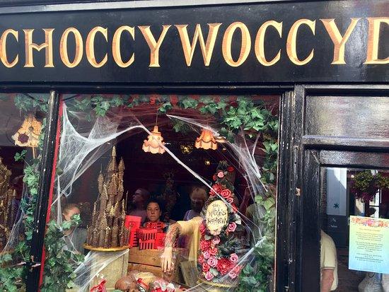 Halloween Shop Displays.Halloween Window Display Picture Of Choccywoccydoodah Brighton