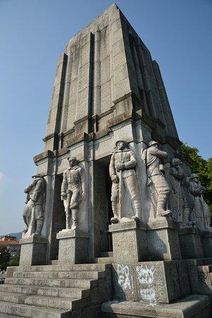 Mausoleo Luigi Cadorna - architettura di regime