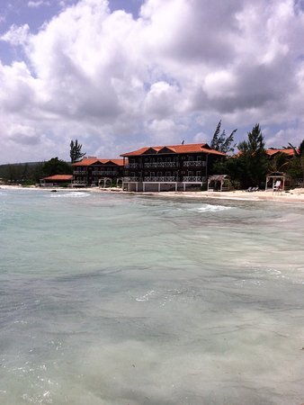 Mangos Jamaica : View of hotel from the pier