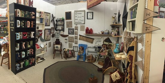 Loves Park, IL: Hidden Treasures Mall and Antiques