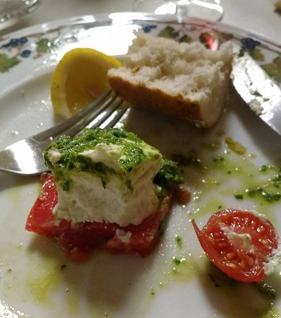 Robiola on tomato, drizzled with pesto