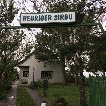 SIRBU HEURIGEN: photo0.jpg