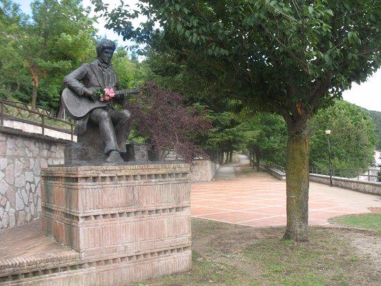 Poggio Bustone, Itálie: Monumento a Lucio Battisti