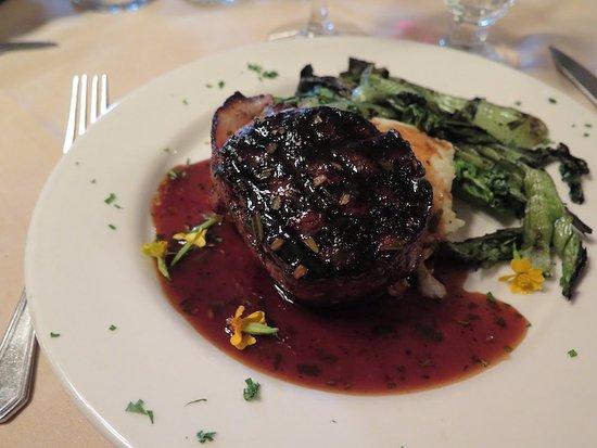 Belton Chalet: Dinner at Belton Restaurant