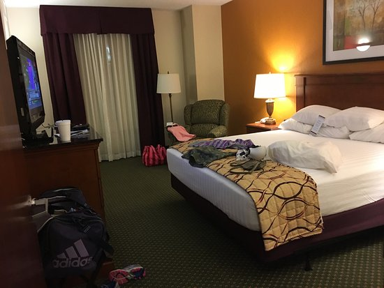Drury Inn & Suites Charlotte Northlake: Fabulous hotel! Wonderful bed and breakfast Buffet . The king bed was so comfortable, the front