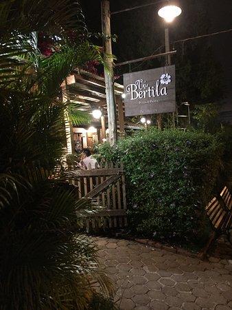 Vo Bertila Pizza & Pasta: Restaurante ótimo , bom vinho , atendimento excelente ,comida saborosa, precisa fazer reserva ,