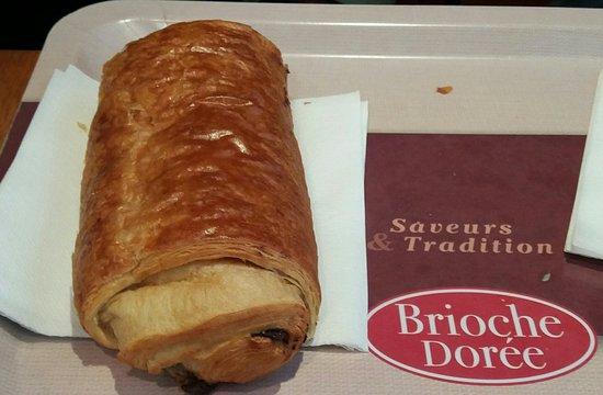 La Brioche Doree: Pain au chocolat (grand modéle) 2,10 euros.