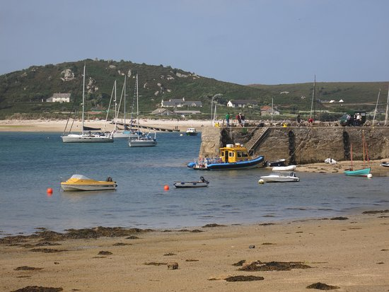power boat in Tresco's New Grimsby habour (with Bryher in the background)