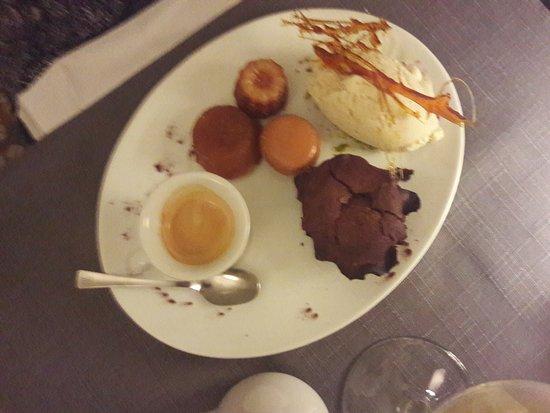 Saint-Martin-de-Crau, Fransa: pour mon épouse seconde tuerie de dessert et café gourmand
