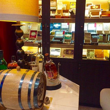Puros Amigos Cigar Bar