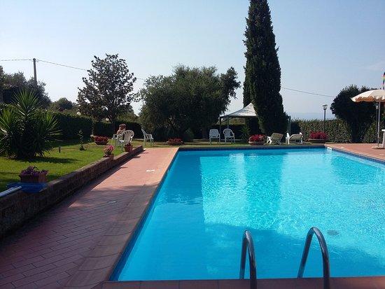 Ristorante Agrituristico Al Girarrosto: La splendida piscina