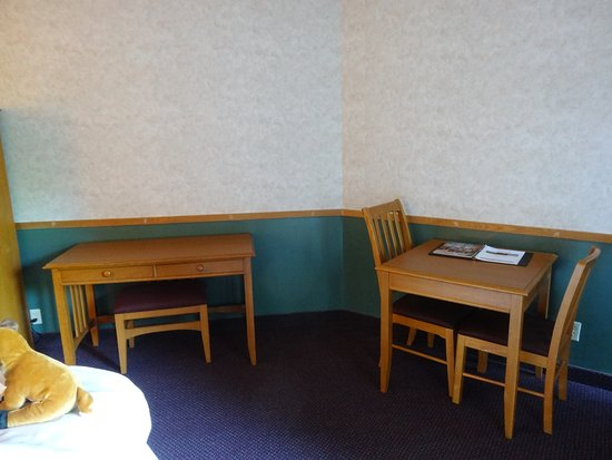 Mount Sterling, Οχάιο: Small table if you eat in your room ( room 110)