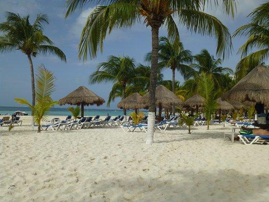 Beachscape Kin Ha Villas & Suites: Beautiful, wide, soft sandy beach