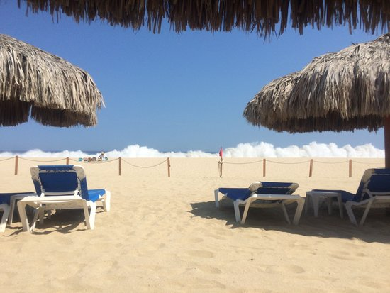 Playa Hotelera : A view from the hotel before I was booted. The fence is dividing line between public and private