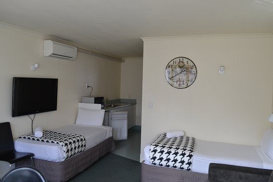 Colonial Lodge Motel: Kitchenette